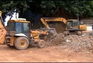 Máquinas para limpar cidades atingidas por lama de Mariana são roubadas - Quatro das máquinas roubadas são avaliadas em R$ 2 milhões.