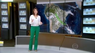 Forte pancada de chuva atinge regiões Nordeste e Norte do país - Todas as capitais do Centro-Oeste têm previsão de temporais nesta sexta-feira (15). A previsão é de calor no Macapá, Vitória e em Porto Alegre.