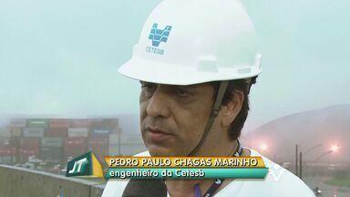 Engenheiro da Cetesb explica causa da névoa na Baixada Santista - Durante a madrugada, muitos santistas sentiram o cheiro do vazamento de gás.