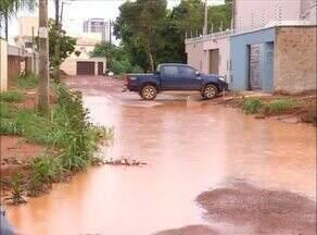 Obra de pavimentação da quadra 407 Sul está suspensa em Palmas por causa da chuva - Obra de pavimentação da quadra 407 Sul está suspensa em Palmas por causa da chuva