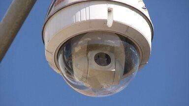 Câmeras de segurança instaladas pelo DF estão sem funcionar - O plano do governo passado era instalar 835 câmeras de segurança em áreas estratégicas do DF. Mas com o caixa zerado, o sistema de monitoramento nunca foi concluído. Nem a Secretaria de Segurança sabe quantas câmeras estão funcionando.