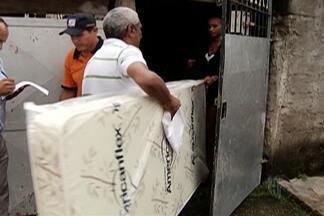 Kits são entregues a moradores atingidos por enchentes em Suzano - Produtos de limpeza e alimentos foram distribuídos.