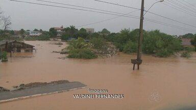 Doze horas de chuvas inunda ruas e casas em Ji-Paraná - Chuva forte castiga Ji-Paraná e causa caos e prejuízos na cidade. Muitas casas ficaram ilhadas e alguns moradores perderam móveis e eletrodomésticos.