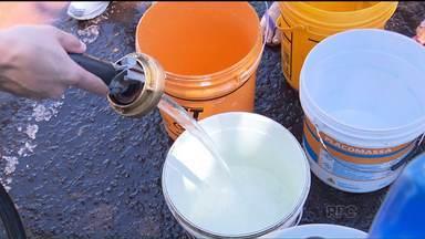 Moradores de Maringá ainda sofrem com a falta de água - A nova previsão é que o abastecimento de água seja normalizado hoje à tarde, segundo a Sanepar. Muitos moradores estão revoltados com a demora e fizeram uma manifestação em frente à empresa.