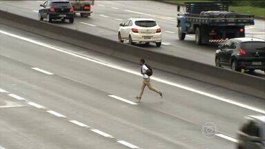 Cai o número de atropelamentos em estradas federais de São Paulo - Apesar dos números, muitos pedestres se arriscam nas rodovias. Atropelamentos nas estradas são uma das maiores causam de mortes.