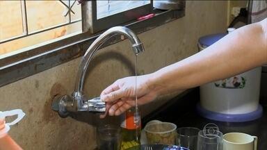 Temporais deixam moradores sem água em Bauru (SP) - Em Bauru, 140 mil moradores estão sem água. A estação de tratamento foi inundada.