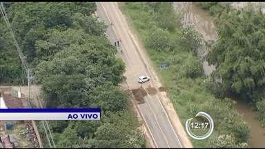Chuva interdita acessos a BR-459 em Lorena - Rodovia liga o Vale ao sul de Minas Gerais.