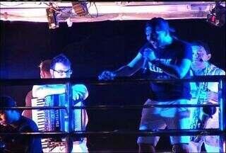 Wesley Safadão comanda festa em ritmo de pré-carnaval no Crato - Cantor agitou multidão em apresentação no trio elétrico.
