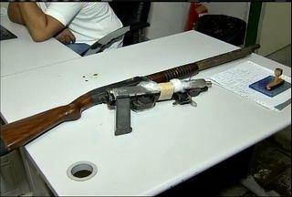 Grupo armado é preso após tentar resgatar presos da CPPL IV, em itaitinga, no Ceará - Com o grupo, foram apreendidos uma metralhadora e uma escopeta.