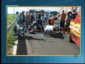 Homem morre em acidente entre duas motos em Presidente Prudente - Colisão aconteceu neste domingo (17), na Avenida Joaquim Constantino.