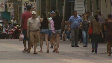 Com a crise, vagas de trabalho rejeitadas agora são concorridas - Tudo para não ficar sem trabalho em época de desemprego alto.