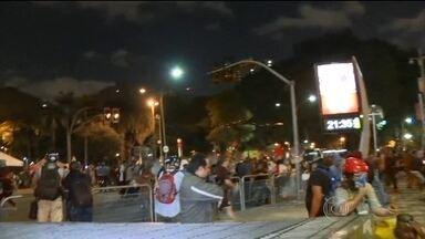 Novo protesto em São Paulo termina em confronto e deixa feridos - No quinto protesto contra o aumento do transporte público, manifestantes e policiais entraram em confronto. Mais uma vez, o problema foi o trajeto, que foi divulgado poucas horas antes da manifestação.