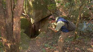 Caverna é desafio - Em Valinhos, caverna que mais parece um labirinto exige habilidade da equipe do Terra da Gente.