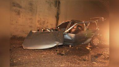 Motorista fica em estado grave após carro despencar de pontilhão na SP-310 - Condutor seguia no sentido capital quando perdeu o controle do carro na Rodovia Washington Luís.