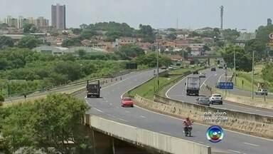 Rodovias da região Centro-Oeste Paulista seguem interditadas - Alguns trechos de rodovias da região Centro-Oeste Paulista permanecem interditados desde semana passada, quando uma forte chuva atingiu os municípios da região de Bauru e Marília.