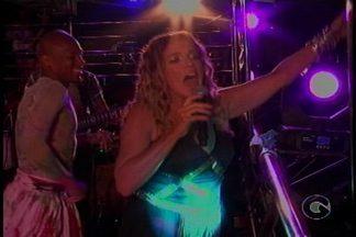 Confira como foi o 2º dia de Carnaval em Juazeiro-BA - Os cantores Saulo e Daniela Mercury subiram no trio