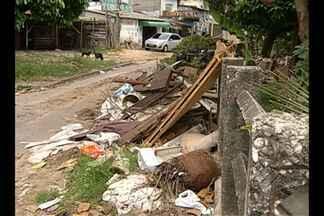 Moradores denunciam despejo irregular de lixo - Situação foi constatada no bairro da Pedreira.
