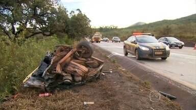 Acidente deixa um morto na BR-040, em Nova Lima, na Grande BH - De acordo com a Polícia Rodoviária Federal, duas pessoas ficaram feridas.