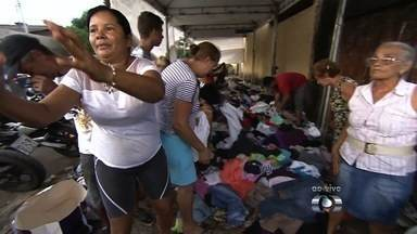 Moradores continuam a pedir donativos para afetados pela chuva em Goiânia - Pelo menos 700 pessoas ficaram desalojadas e precisam de alimentos, roupas, cobertores e produtos de limpeza.