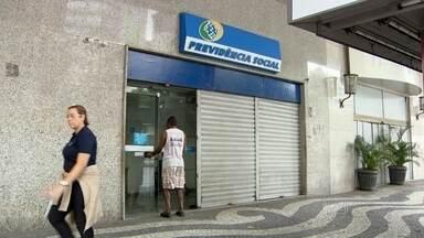 Médicos peritos do INSS voltam ao trabalho, mas só atendem novos pedidos de auxílio - 12 mil perícias deixaram de ser feitas somente na cidade do Rio desde o início da paralisação, em 4 de setembro