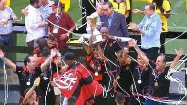 Flamengo vence o Corinthians e conquista a Copa São Paulo de Futebol Junior - No dia do aniversário de 462 anos de São Paulo, o Flamengo empatou com o Corinthians no tempo regulamentar por 2 a 2. Nos pênaltis, o rubro-negro carioca levou a melhor e venceu por 4 a 3.