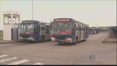 Ônibus voltam a circular em Monte Mor e Hortolândia após adiantamento de salário - Os motoristas e funcionários da empresa que opera nas duas cidades receberam o adiantamento salarial e o vale-refeição.