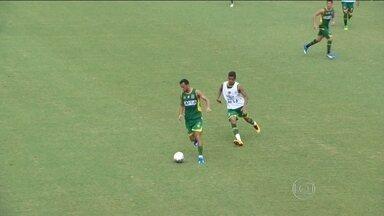 Vasco faz treino tático e monta pela primeira vez na semana um time titular - Marcelo Mattos e Yago Pikachu estão fora do time e Matheus Pet está garantido.