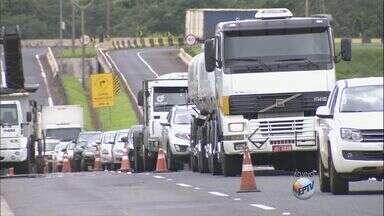 Obras de recapeamento continuam no Anel Viário Sul em Ribeirão Preto, SP - Motoristas devem redobrar a atenção porque a cada dia as interdições estão em locais diferentes.