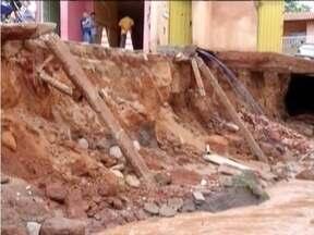 Cidade de Monte Azul fica alagada com fortes chuvas - Reservatório da cidade transbordou e várias pessoas ficaram desabrigadas.