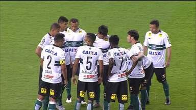 Coritiba sofre, mas segura o Inter no Beira-Rio - Coxa contou com outra boa atuação do goleiro Wilson. Também foi a estreia de alguns reforços, como Leandro e Ceará