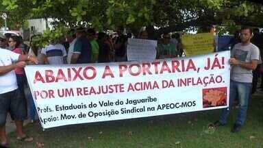 Professores em greve fazem protesto em Maracanaú - Professores reivindicam melhores condições de trabalho.