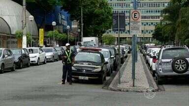 Guarda Municipal de Volta Redonda divulga balanço de multas relacionadas ao uso de celular - Segundo o levantamento, nos últimos dois anos foram mais de três mil autuações.