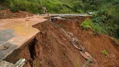 Santa Bárbara do Tugúrio decreta situação de calamidade pública - Trinta e cinco famílias precisaram deixar suas casas depois da forte chuva.MG-448, principal acesso à cidade, segue interditada após queda de ponte.