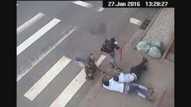 Polícia prende dupla que roubou R$ 26 mil - Câmeras de monitoramento ajudaram PM a recuperar mochila com o dinheiro