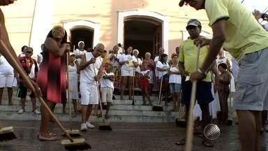 Lavagem de Itapuã reúne multidão nas ruas do bairro - É a penúltima festa de largo antes do carnaval.