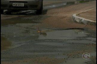 Junto com a chuva dos últimos dias surgiram buracos por várias ruas de Petrolina - A quantidade não é pequena