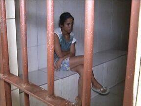 Mulher suspeita de matar o filho, de 03 meses, é levada para o Ceresp de Ipatinga - Médico confirmou lesões após exames preliminares.