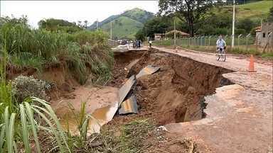 Chuva provoca queda de barreiras e bloqueia estradas no sul de Minas Gerais - A chuva forte cortou a BR-459, que vai até a Via Dutra (SP), pela metade, No sul do estado, as rodovias mais afetadas são as que levam para cidades turísticas.