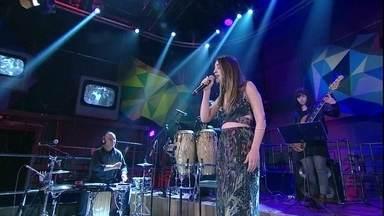 Roberta Sá canta a música 'Delírio' - Cantora participa da gravação do 'Altas Horas'
