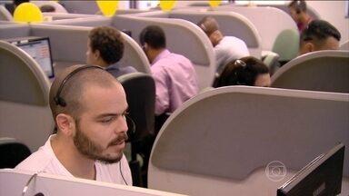 Estudantes buscam opções de crédito universitário em feirão em São Paulo - Para quem não conseguiu vaga do Fies, mais de 30 faculdades particulares estão promovendo um feirão de crédito universitário sem juros.