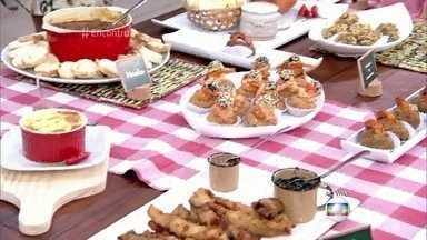 Convidados experimentam comidas de boteco