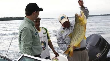 Pesca na Argentina - Em Paso de La Pátria, pescadores de várias nacionalidades brigam pelo dourado, a joia dos rios.