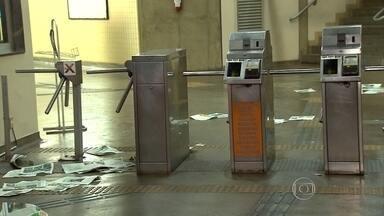 Homem é detido em confusão no metrô durante passagem de bloco em BH - Tumulto foi na Estação 1º de Maio