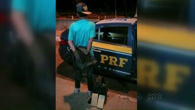 Adolescente é preso com maconha - Ele estaria levando a droga pra Matelândia.