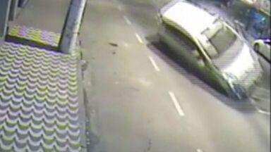Acidente em Afonso Claúdio deixa carro destruído, no Espírito Santo - Motorista perdeu o controle do carro e bateu em canteiro. Ele apenas sofreu ferimentos leves.