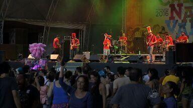 Ruas de Fortaleza são tomadas por foliões no primeiro dia de Carnaval - Ruas de Fortaleza são tomadas por foliões no primeiro dia de Carnaval