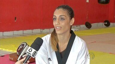Atleta do taekwondo dá pausa nos treinos para realizar sonho na passarela do samba - A campeã de Taekwondo Nathássia Amaral conseguiu um tempo livre dos treinos para desfilar no Carnaval de Corumbá.