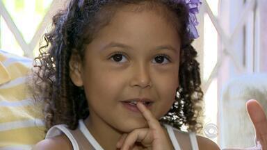 Carnaval reúne histórias de amigos e famílias em Porto Alegre - Assista ao vídeo.