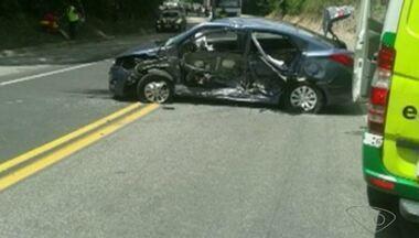 Criança morre e seis ficam feridos em acidente na BR-101, no Sul do ES - Colisão foi transversal entre um Toyota Corolla e um HB20.Feridos foram removidos para a Santa Casa de Cachoeiro de Itapemirim.