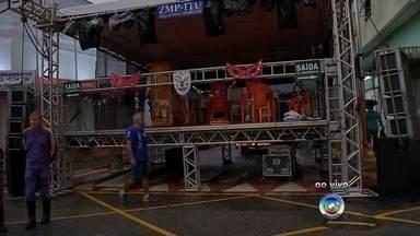 Acompanhe os desfiles de carnaval nas regiões de Sorocaba e Jundiaí - As escolas de samba das regiões de Sorocaba (SP) e Jundiaí (SP) se preparam para a noite de desfile. Os repórteres da TV TEM acompanham os desfiles e registram a programação do evento.